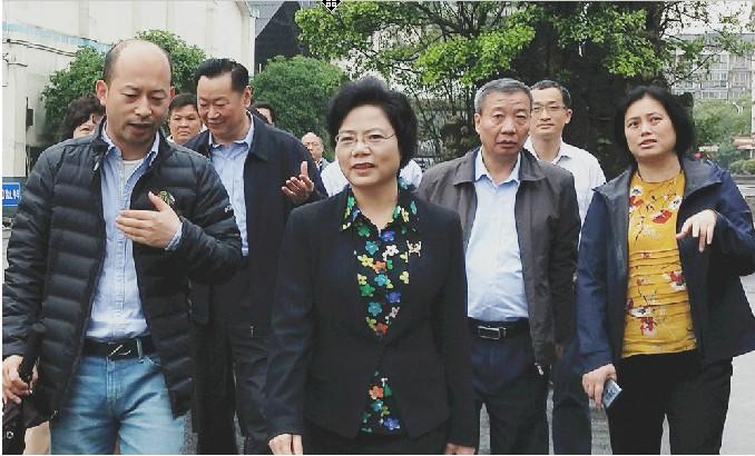 自治区政协副主席磨长英同志到betway app集团调研